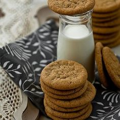 New images on imgfave Milk Cookies, Spice Cookies, Ginger Cookies, Biscuit Cookies, Baking Recipes, Cookie Recipes, Summertime Drinks, Christmas Baking, Christmas Cookies