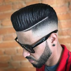 The Pompadour Hairstyle has been one of the favourite styles among men and is also the most trending hairstyles. Check out these 6 amazing styles of pompadour and choose your favourite among them. Mens Haircuts Quiff, Mens Hairstyles Pompadour, Mens Hairstyles 2018, Cool Hairstyles For Men, Ethnic Hairstyles, Haircuts For Men, Men Undercut, Funky Hairstyles, Trending Hairstyles