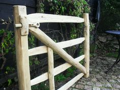 Bespoke chestnut gate by the creative coppice company riegel Wooden Hinges, Wooden Gates, Diy Fence, Fence Gate, Fencing, Ideas Terraza, Wood Picket Fence, Wooden Garden Gate, Timber Gates