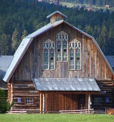 Looks like there's stained glass windows in this barn. You might not think of stained glass and old barns together but they look great. Farm Barn, Old Farm, Country Barns, Country Life, Country Living, Barn Living, Barns Sheds, Cottage, Old Buildings