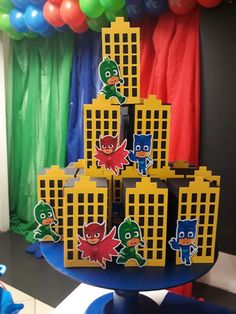 Hang up b r g tablecloth as background decor 4th Birthday Cakes, 3rd Birthday Parties, Baby First Birthday, Batman Party, Superhero Birthday Party, Decoracion Pj Mask, Pj Mask Decorations, Pjmask Party, Festa Pj Masks