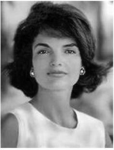 Jackie Kennedy (Jacqueline Kennedy Onassis) was the wife of John F. Kennedy, president of the United States. Jackie Kennedy was known for her sense of Jacqueline Kennedy Onassis, John Kennedy, Estilo Jackie Kennedy, Les Kennedy, Jaqueline Kennedy, Jacklyn Kennedy, Jackie O's, Caroline Kennedy, Pretty People