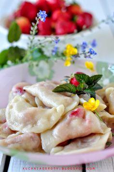 Pierogi z truskawkami Pierogi, Fruit Recipes, Camembert Cheese, Food And Drink, Strawberry, Meat, Chicken, Strawberry Fruit, Strawberries
