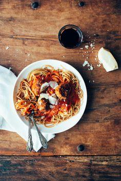 Assiette de spaghettis qui donne envie de se mettre à table tout de suite !