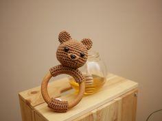 Hochet en bois - Anneau de dentition avec un ours en crochet fait main