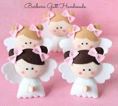 This angel craft idea would probably look cute in paper to :) Felt Christmas Ornaments, Angel Ornaments, Christmas Angels, Handmade Christmas, Christmas Crafts, Felt Diy, Handmade Felt, Felt Crafts, Fabric Crafts