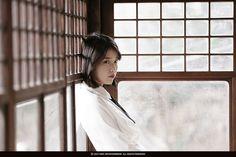 아이유짱 : iumushimushi: IU - Through the Night MV Filming. Iu Short Hair, Short Hair Styles, Girl Photo Poses, Girl Photos, Moon Lovers, Red Velvet Irene, Anime Neko, My Spirit Animal, Her Music