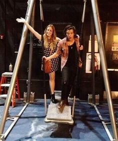 Harry Styles with his sister Gemma Styles. Gemma Styles, Louis And Harry, Treat People, 1d And 5sos, Harry Edward Styles, Little Mix, Liam Payne, Louis Tomlinson, Boys Who