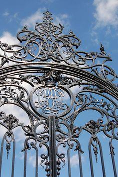 Gate at an entrance to Dalkeith Park, Midlothian, Scotland. Metal Stairs, Metal Gates, Wrought Iron Gates, Grill Gate, Door Gate Design, Grades, Entry Gates, House Doors, Iron Work