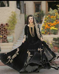 Beautiful Pakistani Dresses, Pakistani Formal Dresses, Pakistani Fashion Casual, Pakistani Wedding Outfits, Indian Bridal Fashion, Pakistani Dress Design, Bridal Outfits, Fancy Dress Design, Bridal Dress Design