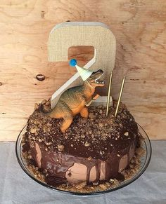 Easy Dinosaur Birthday Cake on Minerva Romero Bigio.ous More Easy Dinosaur Birthday Cake on Minerva Romero Bigio. Dinosaur Birthday Cakes, Dinosaur Party, Dinosaur Cake Easy, Elmo Party, Mickey Party, Party Party, Dinosaur Cakes For Boys, Dinosaur Food, 4th Birthday Parties