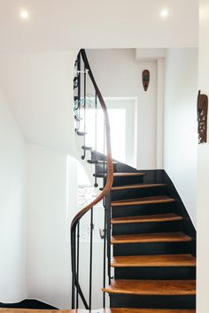 Discover recipes, home ideas, style inspiration and other ideas to try. Entry Stairs, Entry Hallway, Basement Stairs, Painted Staircases, Flur Design, Beautiful Stairs, Stair Makeover, Outdoor Stairs, Hallway Designs