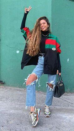 Camila Gallardo, New Hair, Rain Jacket, Cool Outfits, Windbreaker, Street Wear, Long Hair Styles, Board, Jackets