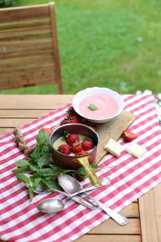 Zupa truskawkowa z winem i truskawkami w białej czekoladzie   Make Life Easier