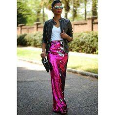 ATRÉVETE a lucir con luz propia porque sino nunca descubrirás lo maravillosa que puedes llegar a ser !!! #yesmotivacion #asesoradeimagen #personalshopper #imageconsultant #fashionstylist #streerstyle #style #estilista #tendencias #trend #styleinspiration #inspiracion #outfit #look #glitterskirt #brillos #longskirt #whitetshirt #leatherjacket #sunglasses #estilopersonal #atrévete #brillar #luzpropia #creatusellopersonal #empoderada #empodérate #resaltatupropiaimagen