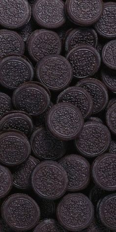 Oreos, oreos, and more oreos. It's like the junkiest, junk food ever to be junky and it tastes like artificial flavors, toothpaste without the mint, and a stale double chip cookie had a unnatural baby and yet I LOVE THEM SO