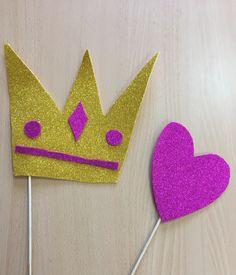 Corona y corazón de foam para photocall