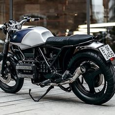 """I always have an internal debate when considering commissioned custom works. Even when – like in this case – the owner says, """"feel free to do what you like, but… Harley Davidson Museum, Harley Davidson Street Glide, Harley Davidson Bikes, Street Tracker, K100 Bmw, Motorcycle Museum, Motorcycle Garage, Cafe Bike, Bmw Motorcycles"""