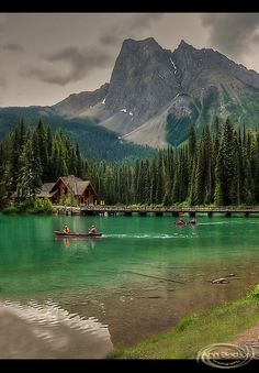 Rustic cabins @ Emerald Lake in Yoho National Park, British Columbia, Canada
