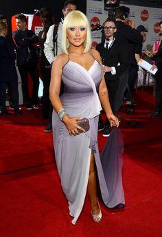 Christina Aguilera-totally dig the hair Christina Aguilera Burlesque, Celebrity Crush, Celebrity Style, Female Movie Stars, Beautiful Christina, Angela White, 2000s Fashion, Bridesmaid Dresses, Wedding Dresses
