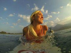 Bethany Hamilton surfin :)