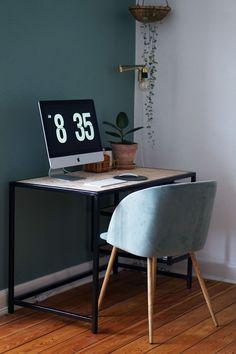 Jeg har glædet mig til at vise jer det endelige resultat af vores nye skrivebord, som min far har lavet til os. Da vi købte ny computer, gik jeg i gang med at søge inspiration til skrivebords løsninger på Pinterest, og jeg faldt over dette skrivebord. Jeg spurgte min far om han mon ville la....