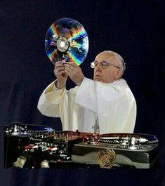 Music for cleaning the house, driving to the other side of the world, trying to be the hardest worker in the room, or just a nice cooking session Rave Meme, Vinyl Music, Vinyl Records, Edm, Monika Kruse, Arte Do Harry Potter, Vinyl Junkies, Dj Booth, Dj Equipment
