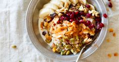 3 breakfasts in a bowl you NEED to try now Fruit Salad, Oatmeal, Yummy Food, Breakfast, The Oatmeal, Morning Coffee, Fruit Salads, Delicious Food, Rolled Oats