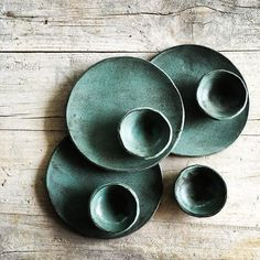 The colour the imperfections Ceramic Tableware, Ceramic Pottery, Organic Ceramics, Tapas Dishes, Japanese Ceramics, Plate Design, Serving Plates, Clay Projects, Artisanal