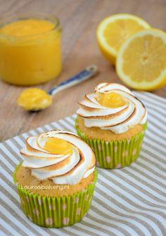 Lemon meringue cupcakes http://www.laurasbakery.nl/lemon-meringue-cupcakes/