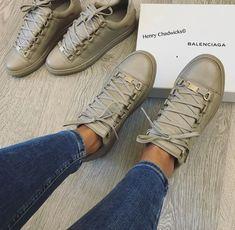 Tenis Channel, Cute Sneakers, Shoes Sneakers, Trendy Shoes, Casual Shoes, Pantalon Cigarette, Vanz, Baskets, Balenciaga Shoes