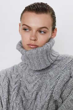 New clothes and accessories updated weekly at ZARA online. Stay in style with seasonal trends. Thick Sweaters, Cable Knit Sweaters, Frilly Shirt, Faux Shearling Coat, Knitted Coat, Ribbed Cardigan, Knit Fashion, Knitwear, Zara