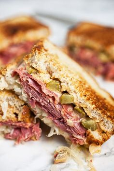 This Corned Beef Reuben Sandwich recipe is made with the best thousand island dressing, sauerkraut, and Swiss cheese. Roast Beef Hoagie, Corned Beef Sandwich, Reuben Sandwich, Smoked Corned Beef Brisket, Homemade Corned Beef, Easy Sandwich Recipes, Food Dishes, Main Dishes, Vegan Dinners