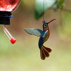 www.soniashowalterdesigns.com hummingbird free standing ornament The wings are created separately so the bird is not flat but more 3-D. Beautiful bird...and the rest of the designs on this site are BEAUTIFUL.