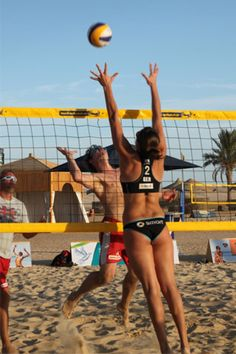 Beach Volleyball Girls, Play Volleyball, Women Volleyball, Beach Girls, Beach Fun, Volleyball Training, Vertical Jump Training, Female Volleyball Players, Sporty Girls