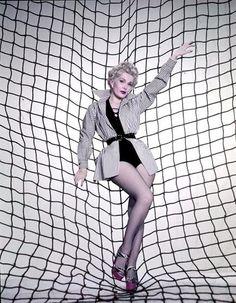 EVA GABOR WITH NET LEGGY  CHEESECAKE  8X10 PHOTO 01