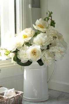 Kitchen, kitchen cabinets, flowers, peonies, white kitchen, marble