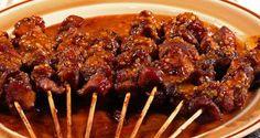 Mêler tous les ingrédients et mettre dans un Ziploc et y ajouter le filet de porc en dés. Mariner toute la nuit. Sortir les cubes, les enfiler sur les brochettes en alternant avec des légumes divers...