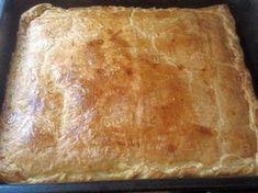 Τυροπιτα με σφολιατα Η ζέστη καλά κρατεί και εσύ σίγουρα δεν θέλεις να περάσεις τη μέρα σου στην κουζίνα μαγειρεύοντας. Όμως, η οικογένεια χρειάζεται ένα νόστιμο σνακ για όλες τις Cookbook Recipes, Cooking Recipes, Bread, Cookies, Food, Savoury Pies, Pastries, Crack Crackers, Savoury Tarts