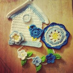 Crochet Bird House Wall Hanging  free pattern for house