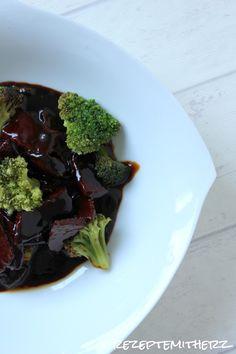 Hier habe ich ein einfaches Rezept für Euch, welches realtiv schnell auf eurem Teller landet.  Dampfgegartes Gemüse und eine schöne, sämige...