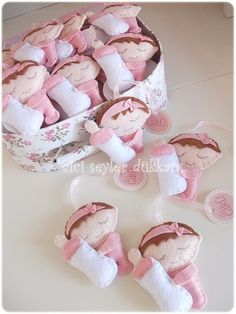 Lembrancinhas de feltro para maternidade - menina. Lindas!