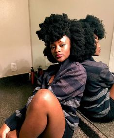 This free guide contains the key to getting soft natural hair. The key to soft natural hair revealed - © COPYRIGHT - 4c Natural Hair, Pelo Natural, Belleza Natural, Natural Hair Growth, Natural Hair Styles, Natural Beauty, Undercut Designs, Undercut Pixie, African Hairstyles