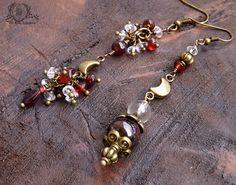 Boucles asymétriques croissant de lune, Grenat, Cristal de roche, bronze: ᘛ Le miroir des lunes ᘚ : Boucles d'oreille par obijouxlegendaires