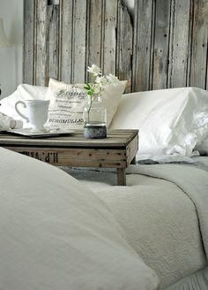 Love the old crate transformed into a breakfast in bed tray. Not that I ever get breakfast in bed. Country Decor, Farmhouse Decor, Farmhouse Bed, Vintage Farmhouse, Decoration Gris, Bed Tray, Breakfast In Bed, Morning Breakfast, Guest Bedrooms