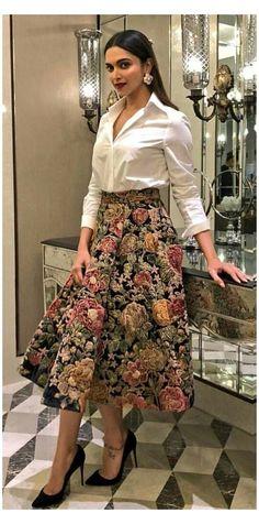 #indian #designer #outfits #deepika #padukone Bollywood actress Deepika padukone Indian Gowns Dresses, Indian Fashion Dresses, Dress Indian Style, Indian Designer Outfits, Indian Outfits, Fashion Outfits, Fashion Clothes, Western Outfits, Casual Indian Fashion
