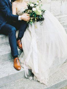 Romantic Paris wedding elopement inspiration | Wedding Sparrow ( Photo Inspo via @bridelaboheme )