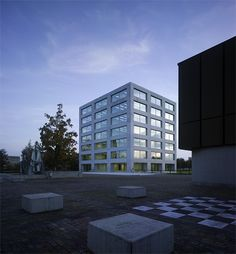 Rolf Mühlethaler - Kaufmännische Berufsschule (School of Business), Langenthal 2007. photo © Alexander Gempeler. Simple House, Architecture, Facade, Multi Story Building, Contemporary, Grid, Instagram, Arquitetura
