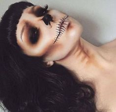 Trucco Horror: i make-up più belli per Halloween - Chiara Monique Looks Halloween, Halloween Inspo, Halloween Face Makeup, Spooky Halloween Costumes, Halloween Vampire, Vintage Halloween Makeup, Skeleton Face Makeup, Skull Face Makeup, Facepaint Halloween