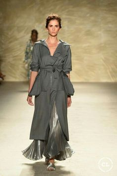@mariaelenavillamil #mujereseneljardin #romanticismo #feminidad #vibroconlamoda #colombiamods2017 🍃👏🍃👏🍃👏🍃 Spring And Fall, Get Up, New Shows, Designer Collection, Milan, The Selection, Fashion Show, Runway, Designers